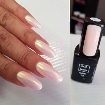 Gelpolish met parelmoer pigment nagel