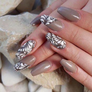 Nail Art nagel bruin witte bladeren