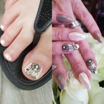 Nail Art - Gelpolish met parelmoer en stempel
