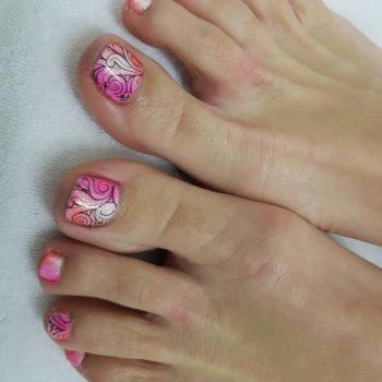 Nail Art - Witte gelpolish met roze pigmenten nagel